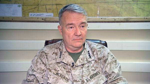 ملاقات فرمانده تروریست های سنتکام و مقامات ارشد عمان