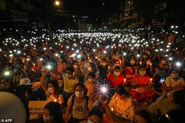 کشته شدن 12 تن دیگر در اعتراضات میانمار